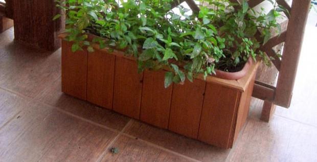 Recubrir macetas con madera