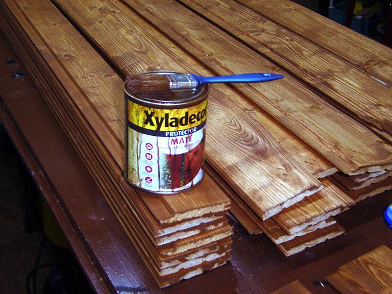 Revestir una pared con madera for Paredes forradas de madera
