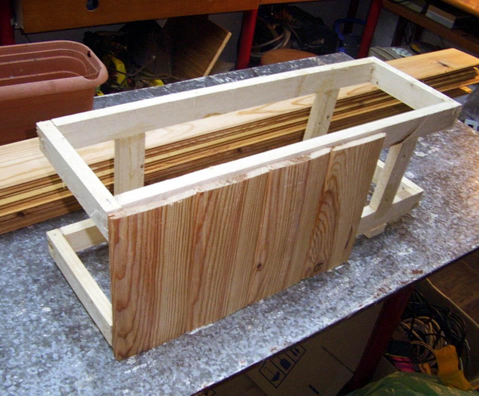 Recubrir macetas con madera - Jardineras con palets de madera ...